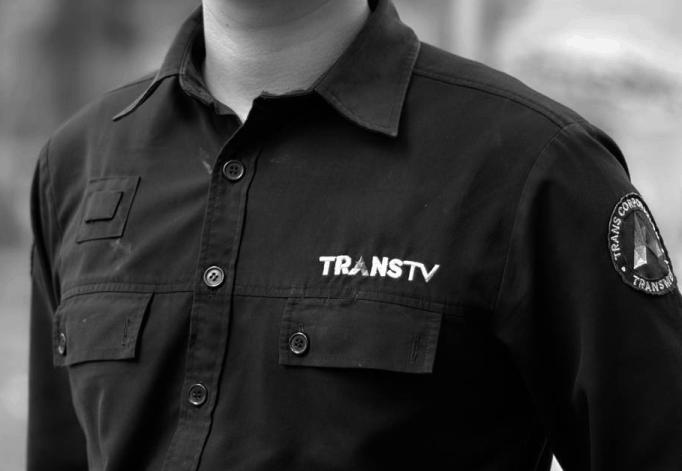 desain seragam warna hitam lengan pendek mirip baju ttrans tv