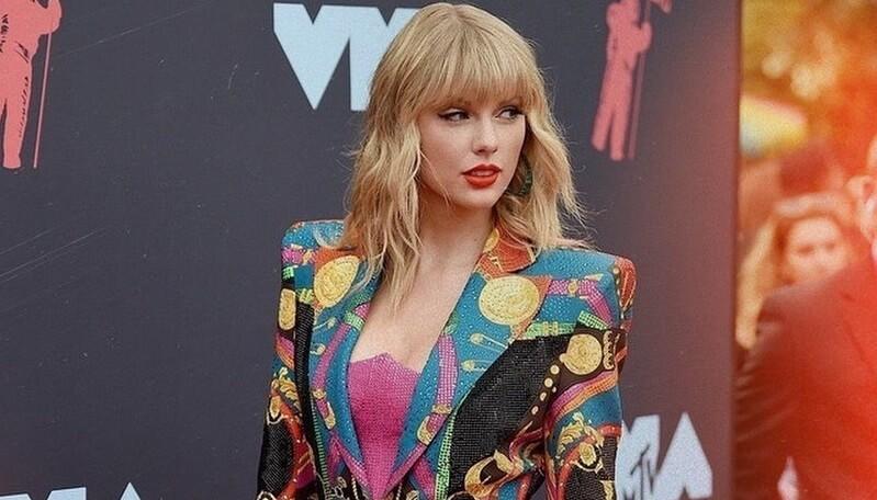 Biografi & Perjalanan Karir Taylor Swift